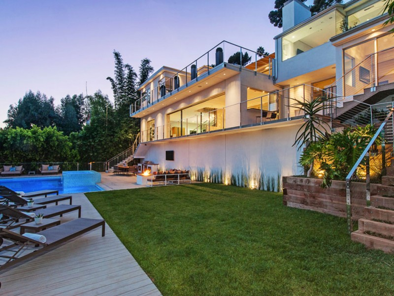 Hollywood Home for Sale, Landscape