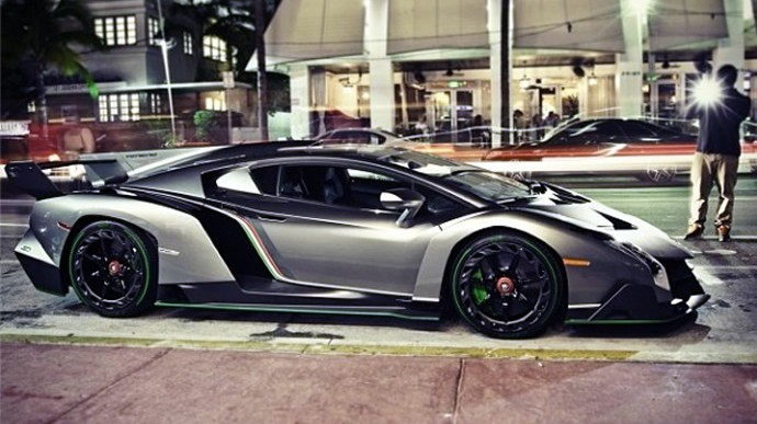 First Lamborghini Veneno Arrives in the US