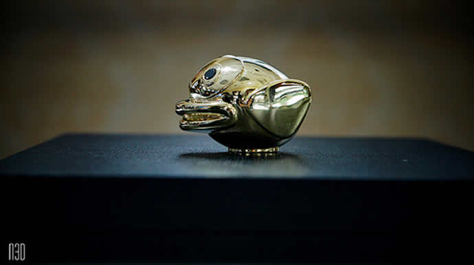 Solid gold 'Flappy Bird' Up for Auction