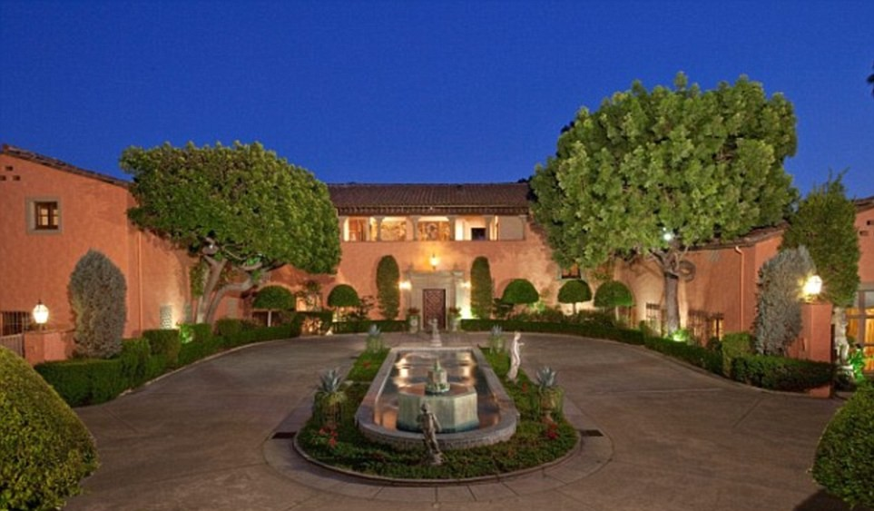 """""""The Godfather"""" Mansion on Sale for $135M, Fountain"""