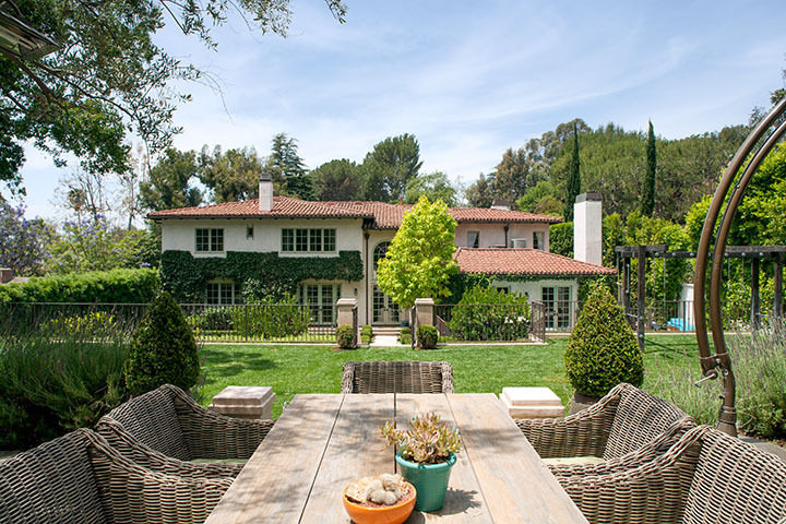 reese-witherspoon-lists-brentwood-home-for-14m2