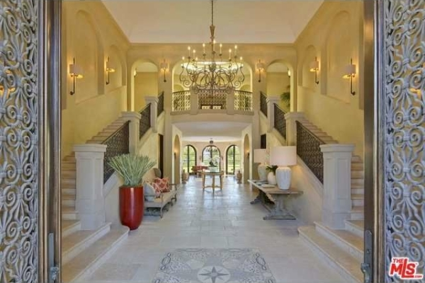 qvc-icon-puts-beverly-hills-mansion-on-the-market-for-25m3