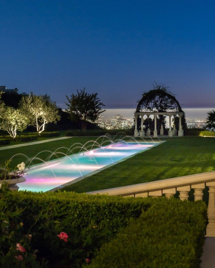 195m-beverly-hills-estate-is-now-americas-most-expensive-comes-with-27-car-garage-and-vineyard8