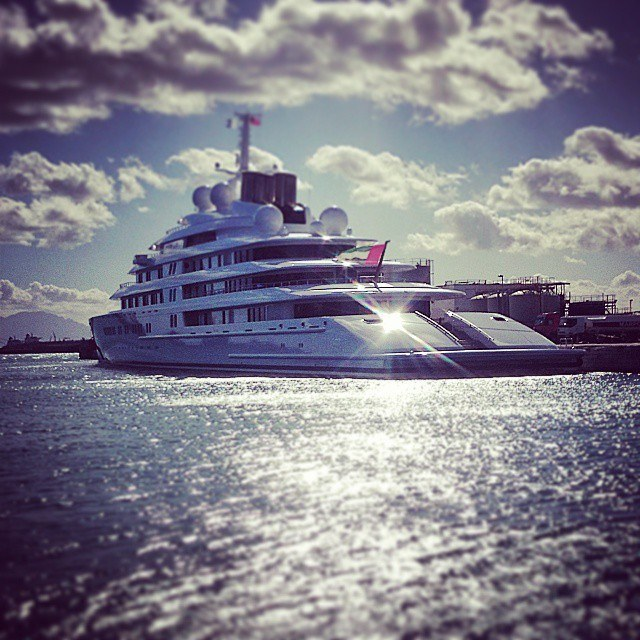 605m-superyacht-the-worlds-largest-and-most-expensive-makes-first-voyage11