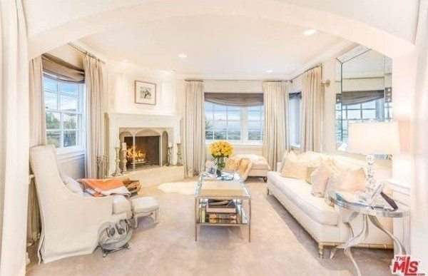 Jennifer Lopez Lists California Mansion for $17M