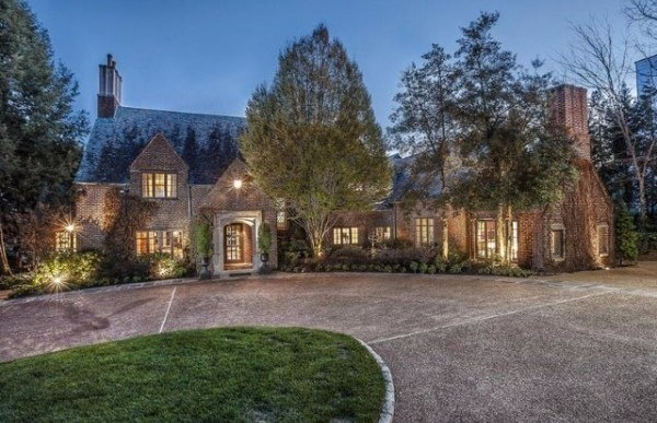 Cleveland Browns Owner Puts His Knoxville Mansion on the Market for $5M