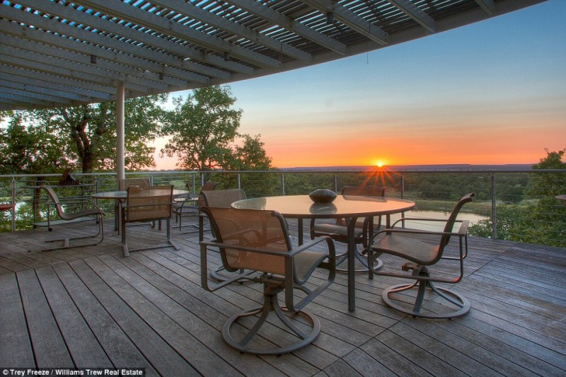 billionaire-alice-walton-lists-texas-ranch-for-20m10