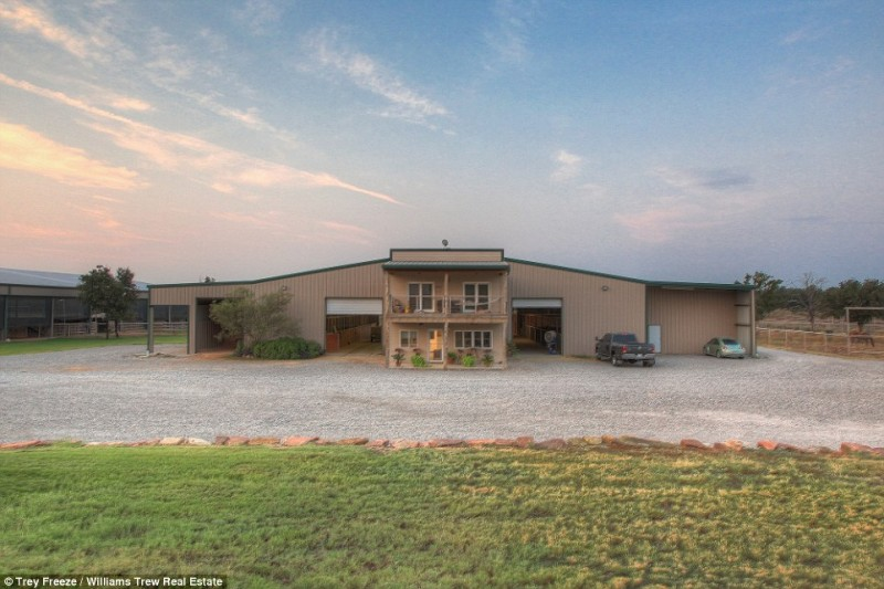 billionaire-alice-walton-lists-texas-ranch-for-20m11