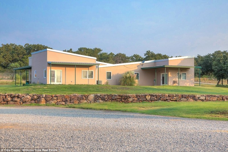 billionaire-alice-walton-lists-texas-ranch-for-20m17