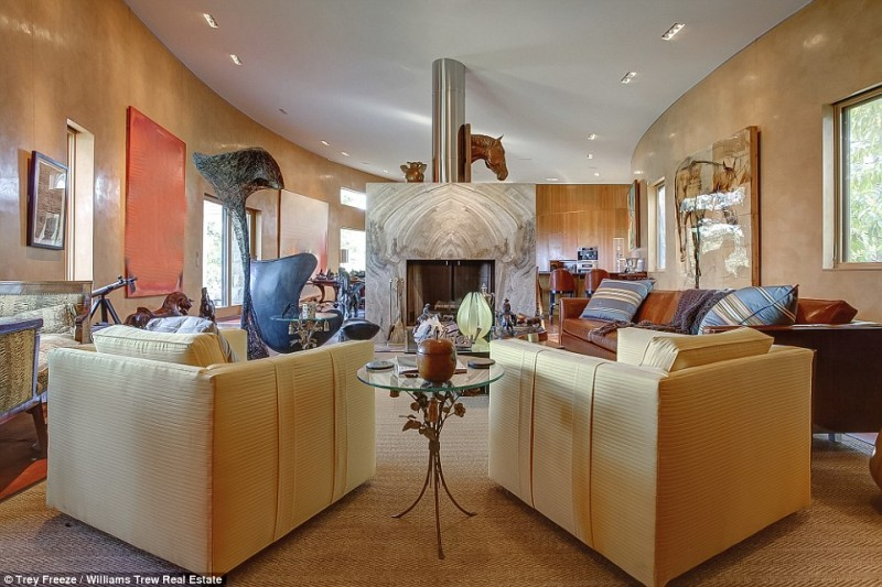 billionaire-alice-walton-lists-texas-ranch-for-20m2