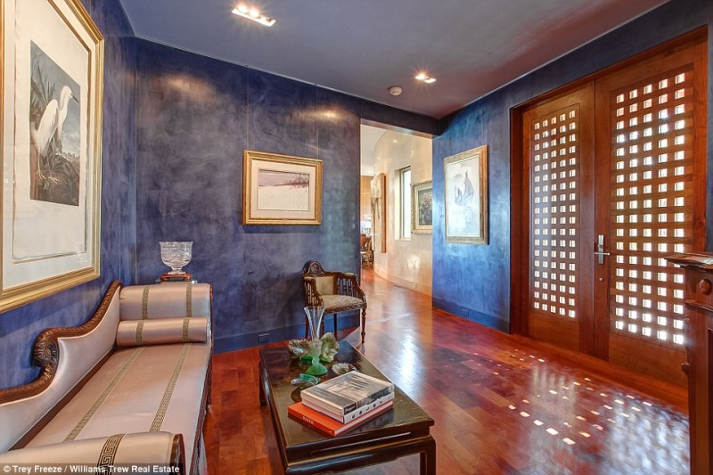 billionaire-alice-walton-lists-texas-ranch-for-20m6
