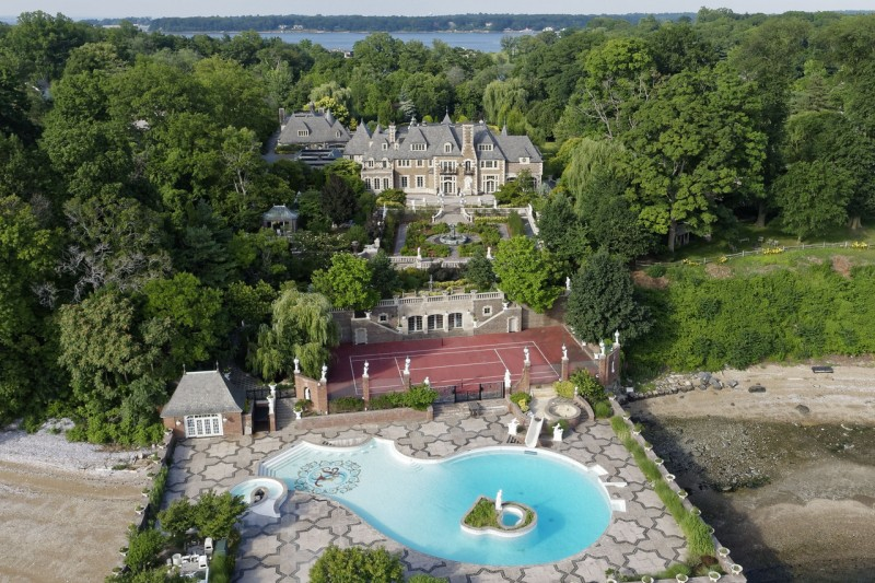 palatial-long-island-estate-listed-for-100m1
