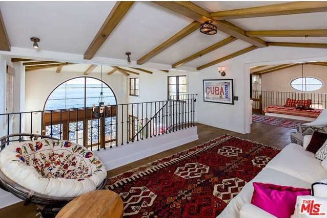 rent-daisy-fuentes-seaside-mansion-for-25kmonth12