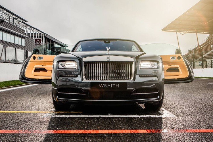 special-edition-rolls-royce-wraith-is-a-tribute-to-spa-francorchamps-circuit1