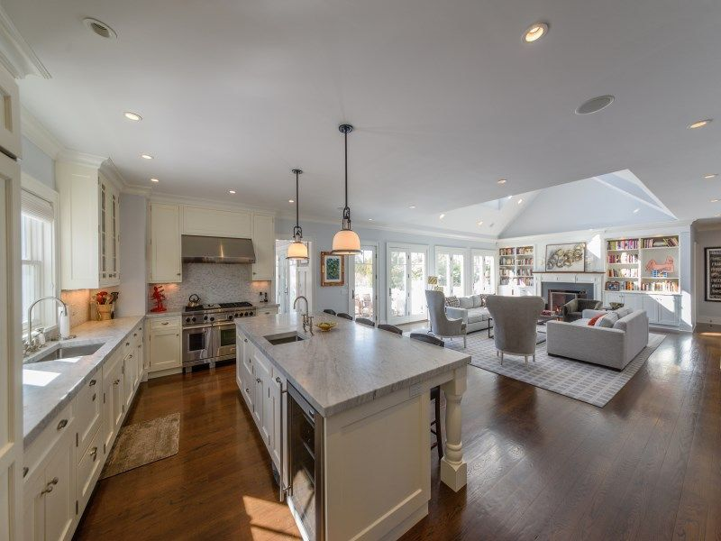 joy-behar-puts-her-hamptons-home-on-the-market-for-3-8m7
