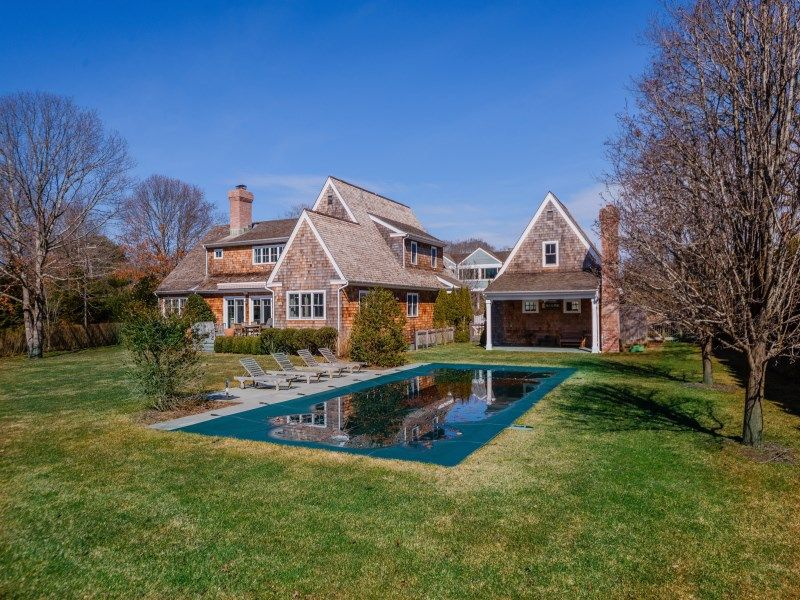 joy-behar-puts-her-hamptons-home-on-the-market-for-3-8m8
