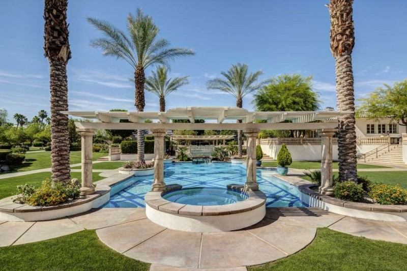 two-time-world-series-champion-coco-crisp-lists-rancho-mirage-mansion-for-10m7