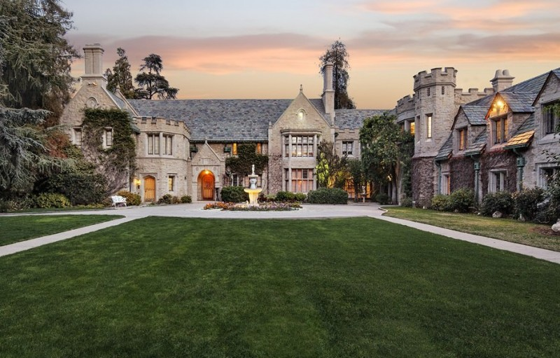 billionaire-twinkie-heir-spends-over-100m-to-purchase-playboy-mansion1