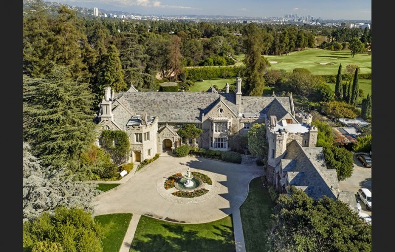 billionaire-twinkie-heir-spends-over-100m-to-purchase-playboy-mansion4