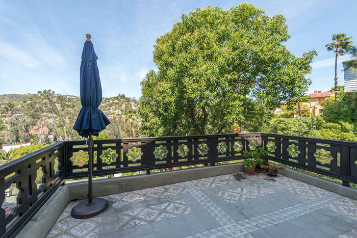 eagles-bassist-timothy-b-schmit-selling-1920s-hollywood-home-for-2m6