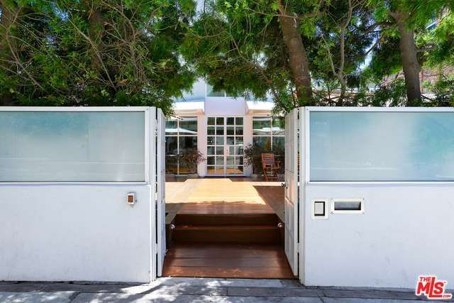 eric-claptons-former-venice-beach-pad-hits-market-for-5-2m1