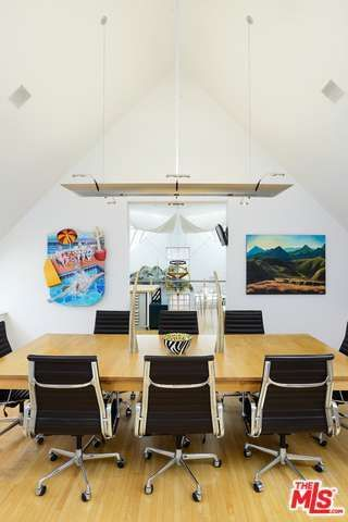 eric-claptons-former-venice-beach-pad-hits-market-for-5-2m7