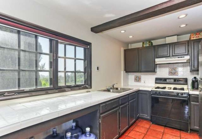beauty-queen-cum-actress-ali-landry-lists-l-a-home-for-2-4m18
