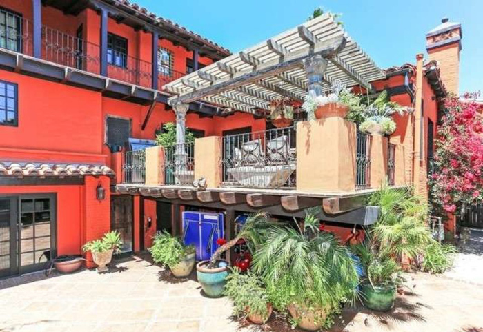 Beauty Queen-cum-Actress Ali Landry Lists L.A. Home for $2.4M