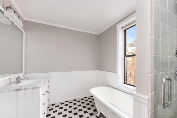 funny-lady-amy-schumer-knocks-450k-off-upper-west-side-penthouse5