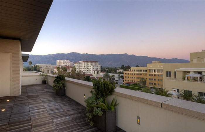 4-5m-gets-walking-dead-producer-gale-anne-hurd-a-penthouse-in-pasadenas-posh-montana-building11