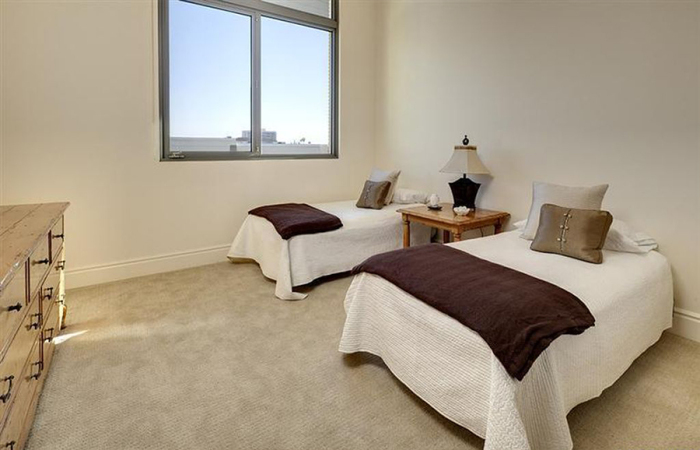 4-5m-gets-walking-dead-producer-gale-anne-hurd-a-penthouse-in-pasadenas-posh-montana-building7