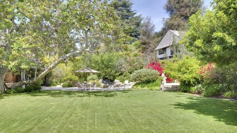 bob-newharts-bel-air-mansion-sold-for-14-5m-this-year-is-back-on-the-market-as-a-razed-lot-for-26m2
