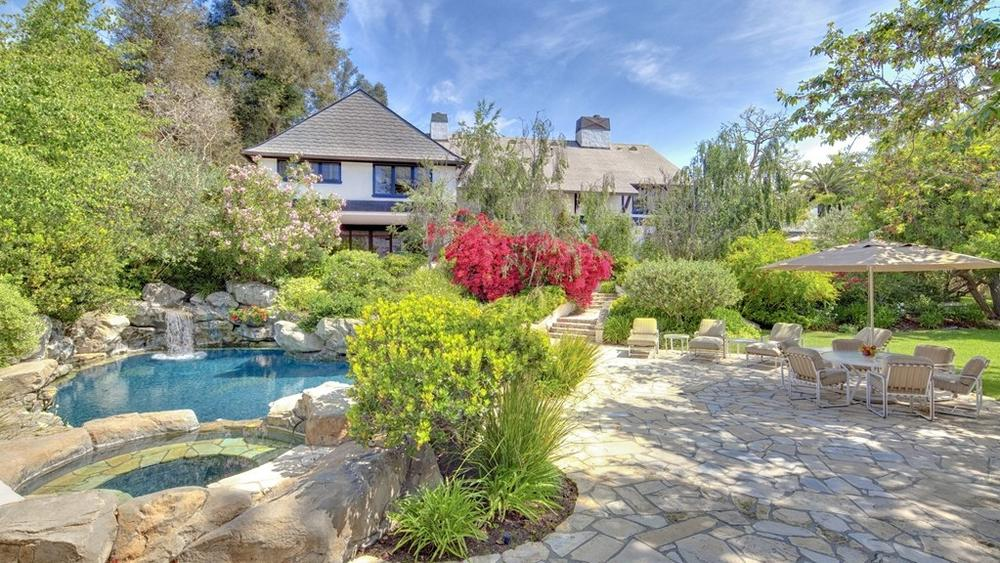 bob-newharts-bel-air-mansion-sold-for-14-5m-this-year-is-back-on-the-market-as-a-razed-lot-for-26m3