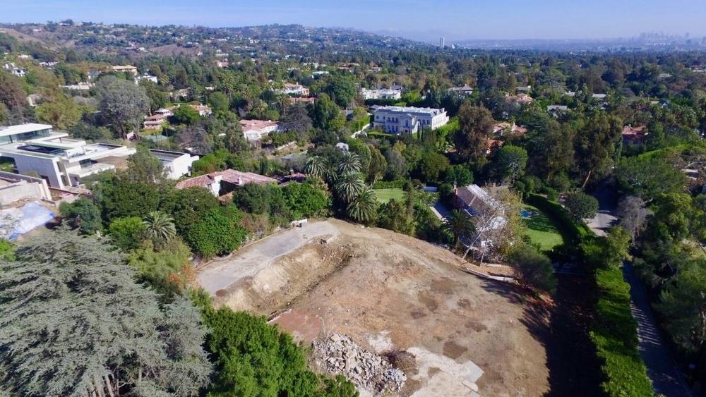 bob-newharts-bel-air-mansion-sold-for-14-5m-this-year-is-back-on-the-market-as-a-razed-lot-for-26m6