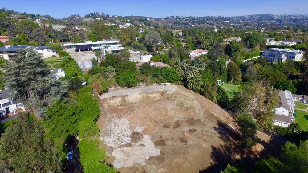 bob-newharts-bel-air-mansion-sold-for-14-5m-this-year-is-back-on-the-market-as-a-razed-lot-for-26m9