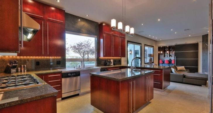 Controversial NFL Quarterback Colin Kaepernick Gets $3.1M in Bay Area Home Sale