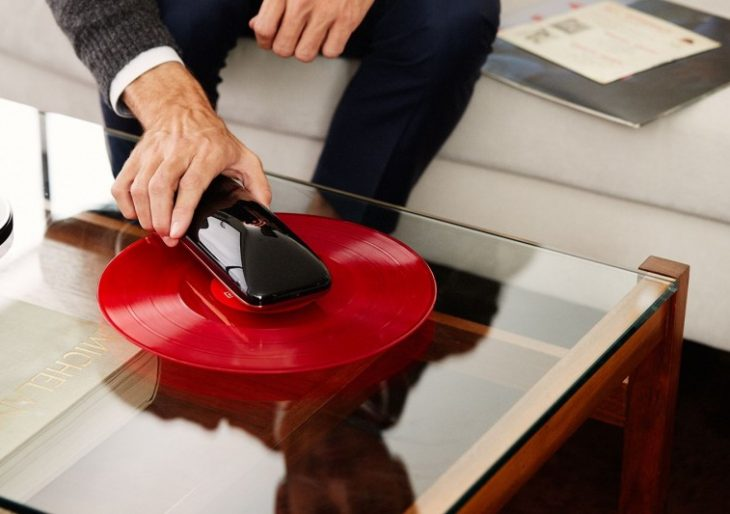 Yves Béhar's LOVE Turns Your Smartphone into a Turntable