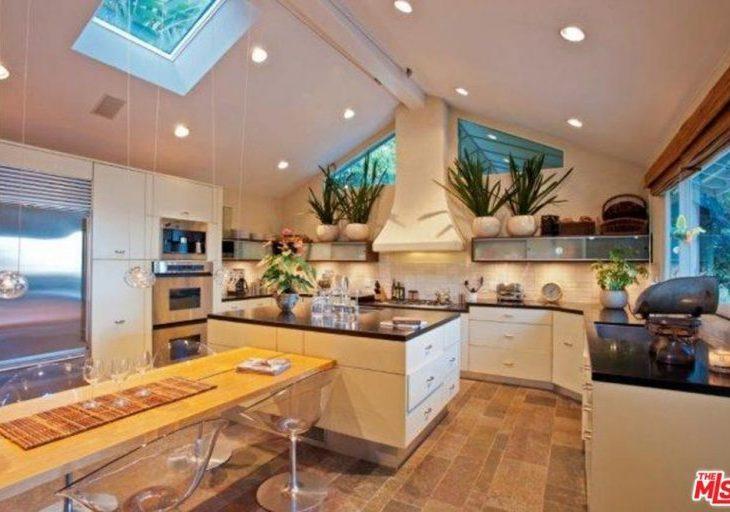 sandra bullock seeks 15k a month rent for hollywood hills home american luxury. Black Bedroom Furniture Sets. Home Design Ideas