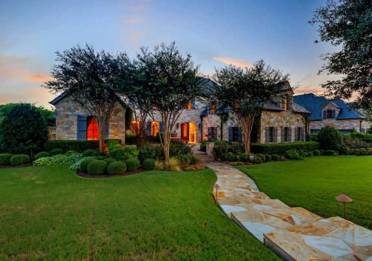 Selena Gomez Takes a Big Loss on Sale of Texas Mansion
