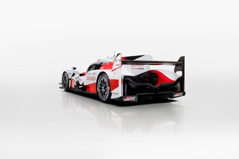will the ts050 hybrid help toyota avenge last year 39 s le mans loss american luxury. Black Bedroom Furniture Sets. Home Design Ideas