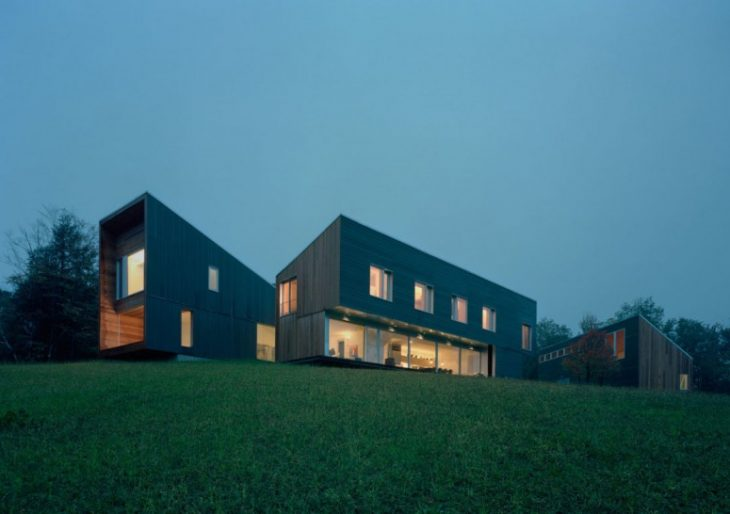 Staggered Volumes of House in Vermont by KSW Architects