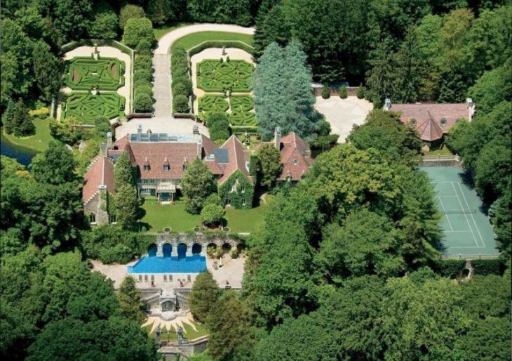Designer shoe mogul vince camuto 39 s greenwich estate could for Luxury homes for sale in greenwich ct