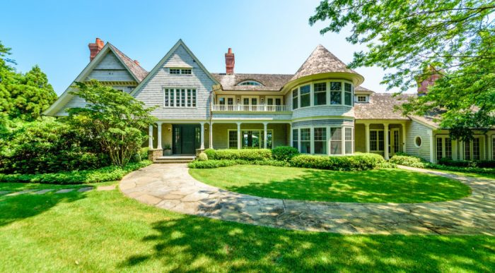 Harvey Weinstein Sells Hamptons Mansion at a Loss