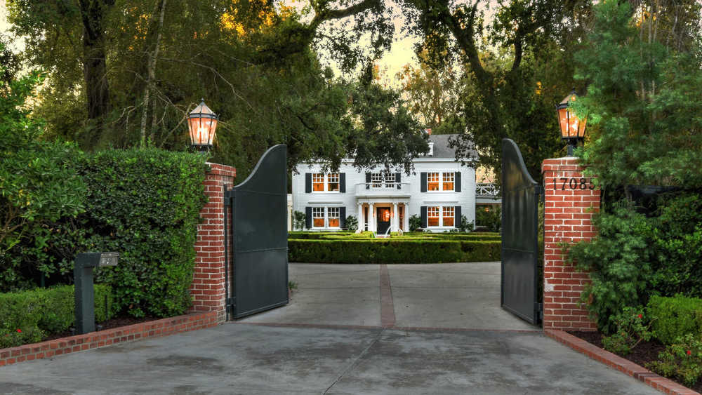 Renovated Former Mansion Of Soul Legend Smokey Robinson