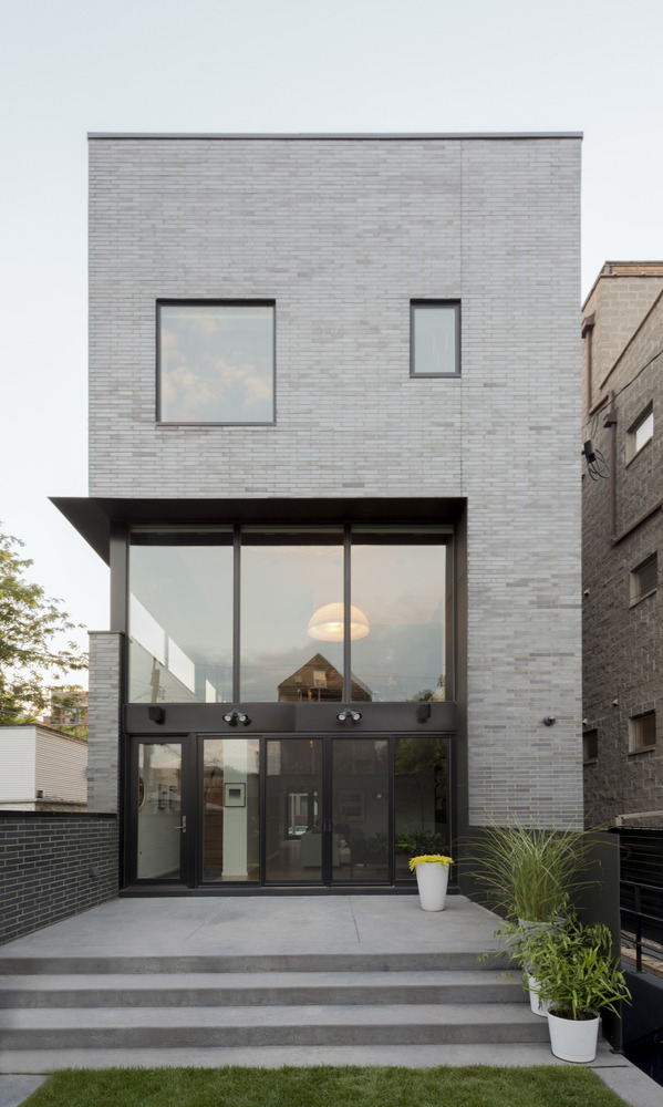Cut triplex townhouse in chicago by spacecutter american for Townhouse architecture designs