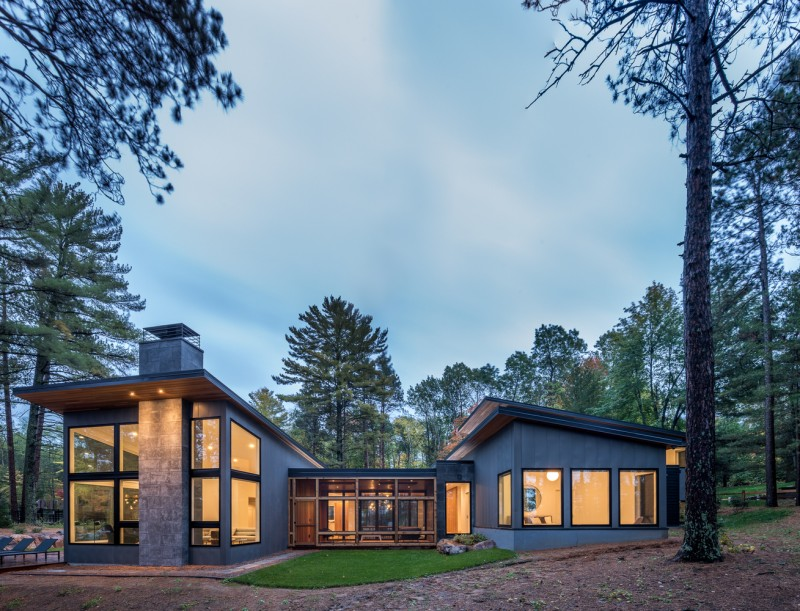 ... Home Blends Into The Forested Landscape, While White Oak Finishes  Provide A Warmth To The Minimal And Crisp Interior That Allows The Surrounding  Natural ...