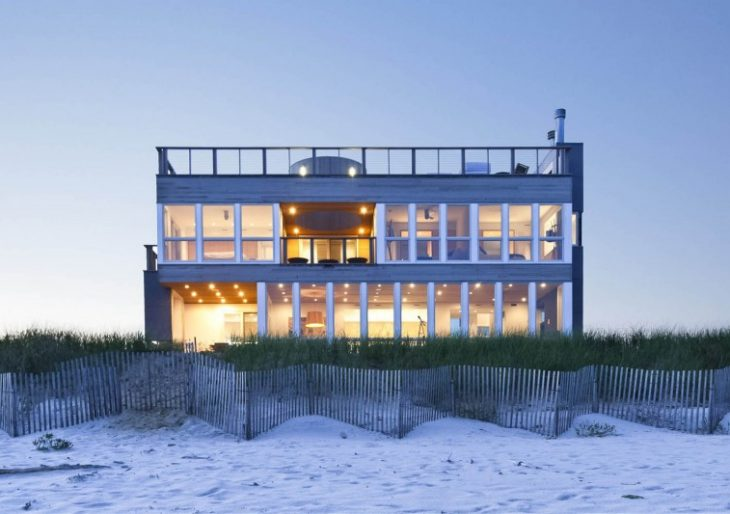 Dune Road Beach House in the Hamptons by Resolution: 4 Architecture