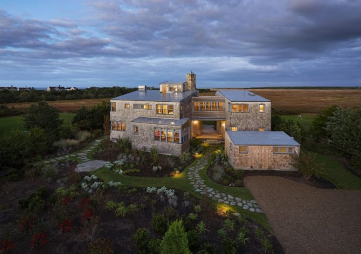 Meadow Beach House in Massachusetts by Andrew Franz Architect