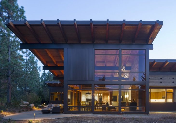 Tumble Creek Cabin in Washington by Coates Design Architects