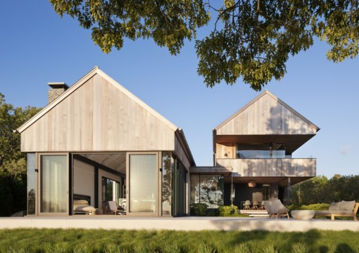 East Lake House in the Hamptons by Robert Young Architects